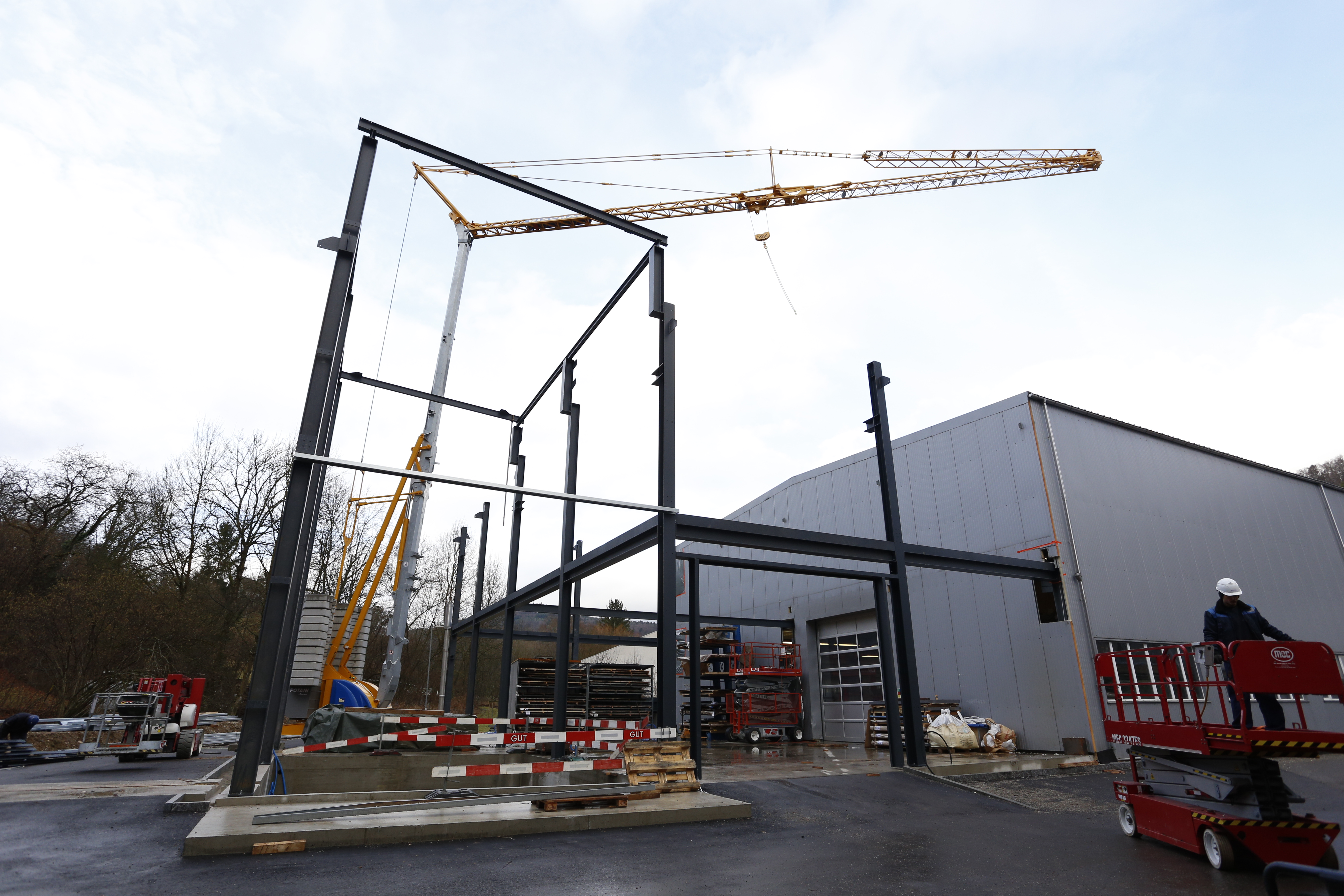 The erection of the in-house planned and built steel construction